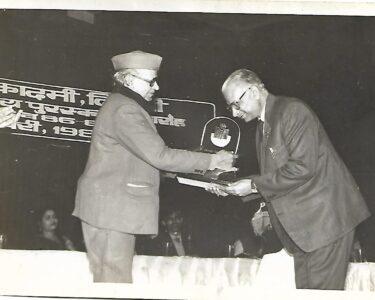 04-3 Award and Papaji