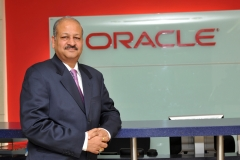 thumbs_Sudhir-with-Oracle-0